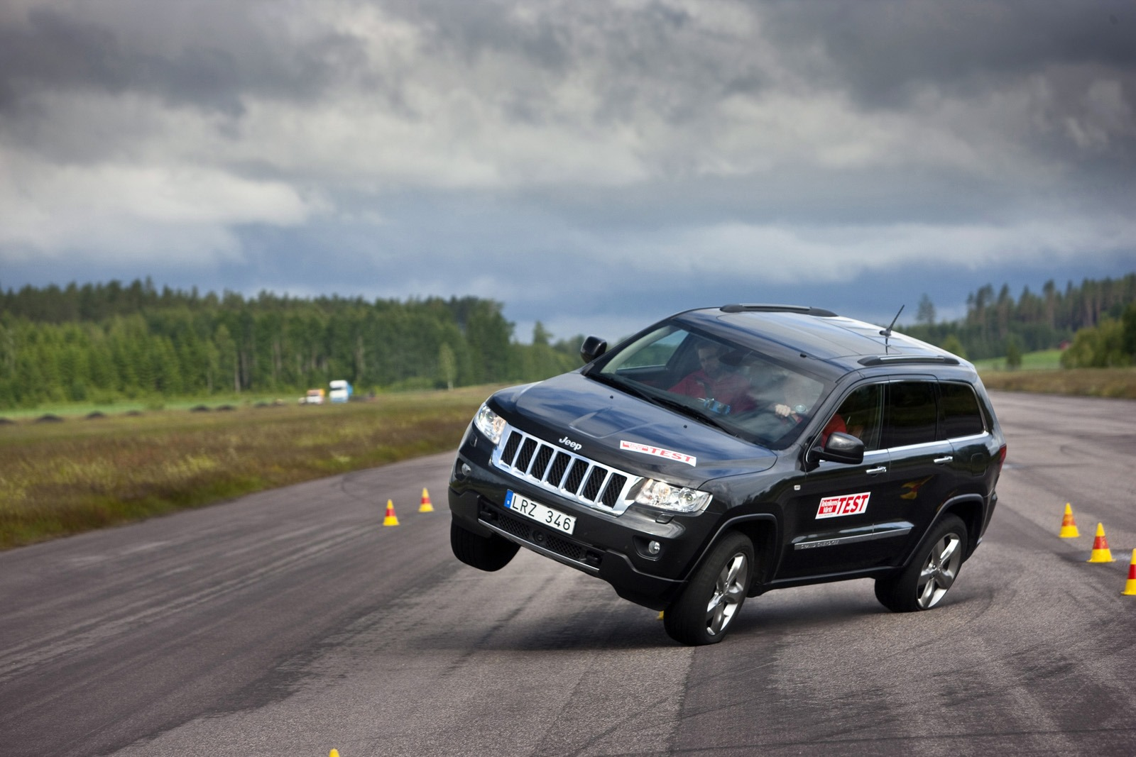 Jeep Grand Cherokee test łosia 2012