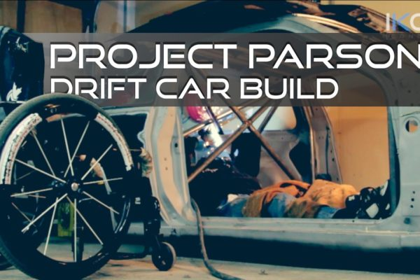 Rob Parson - sparaliżowany mężczyzna pracuje nad autem do driftu