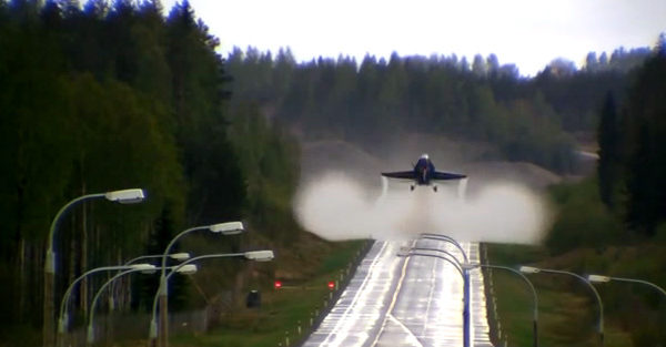 take-off-road-f-18-hornet