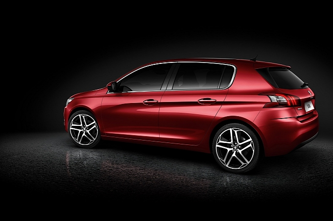 new-peugeot-308-is-the-2014-european-car-of-the-year-medium 3