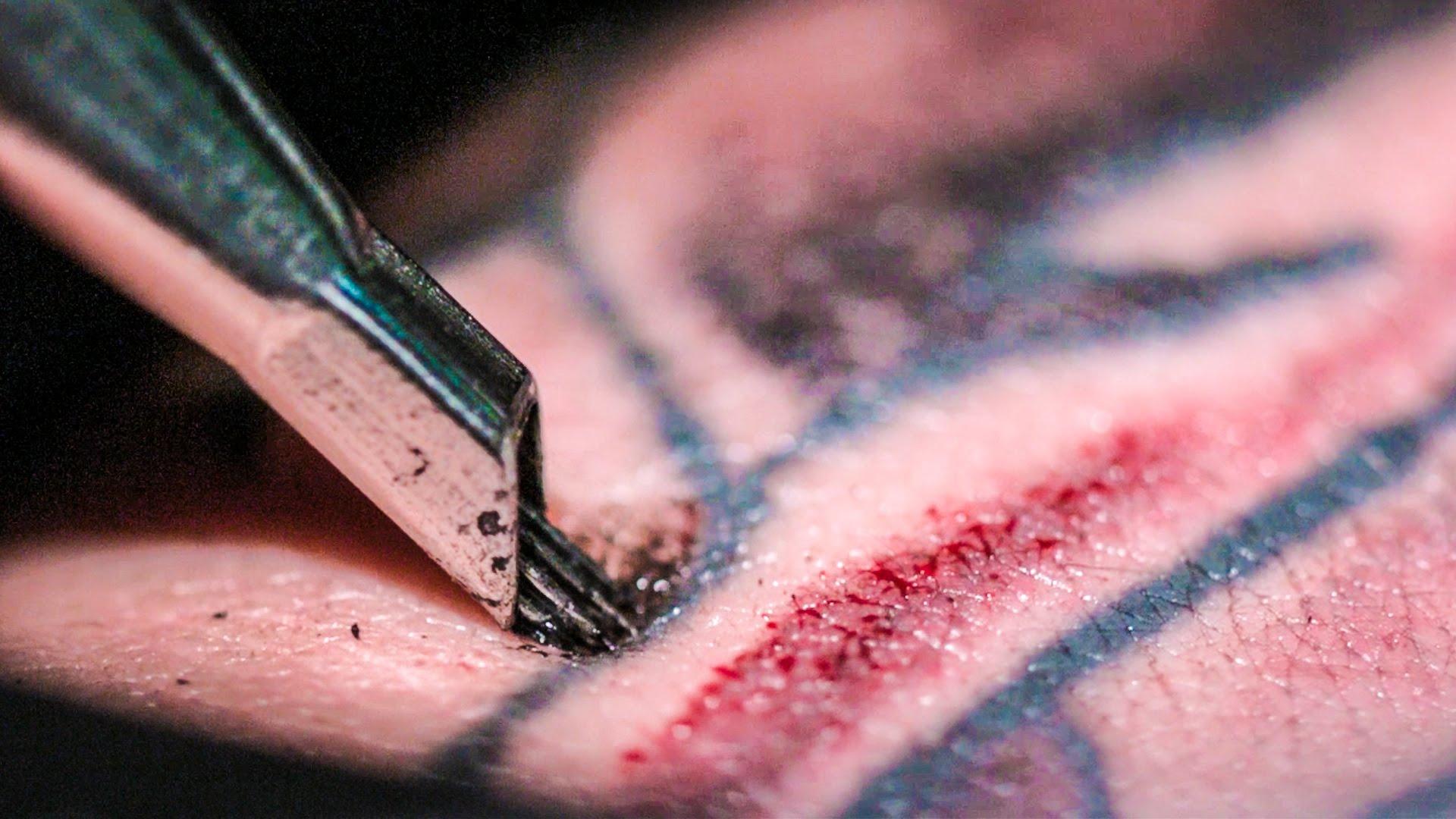 Tautaż i maszynka do tatuażu z bliska wideo