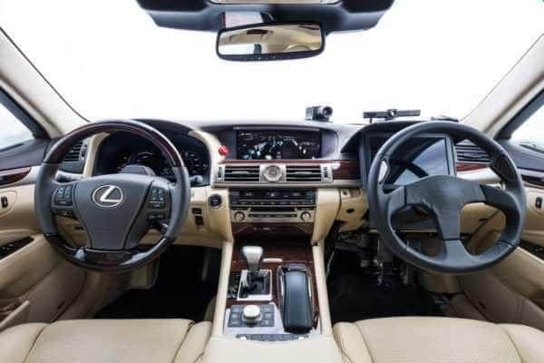 Lexus LS 600hL bez kierowcy