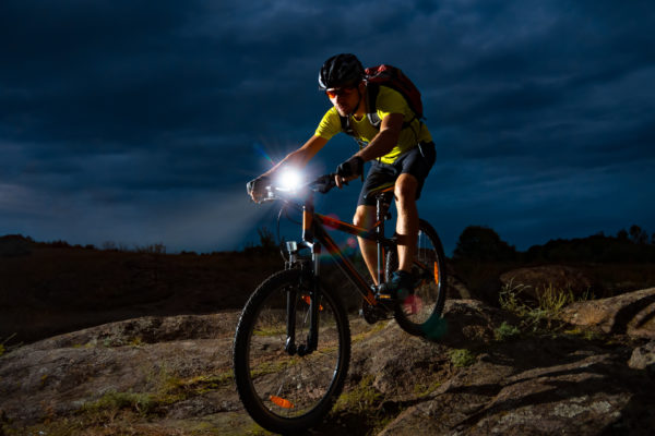jak wybrać lampkę rowerową